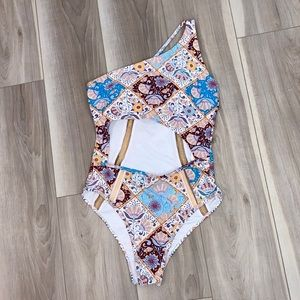 Cupshe cut out one shoulder floral boho swimsuit M